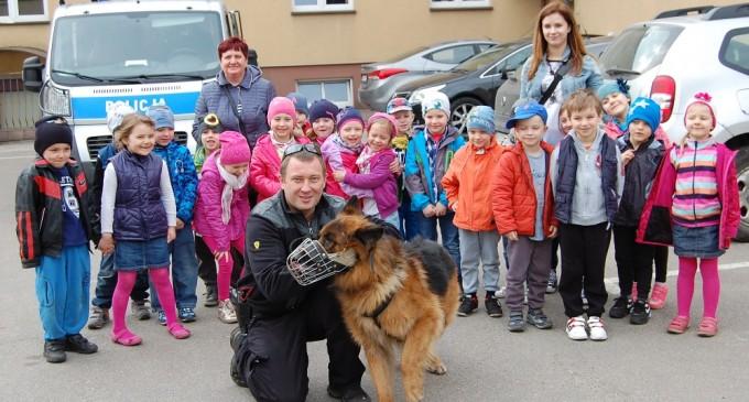 Przedszkolaki z Kobyłki z wizytą w wołomińskiej Komendzie